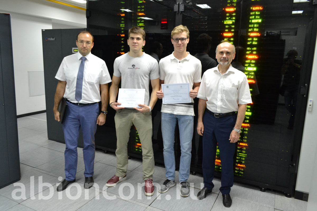 """Albion"" students get certificates after their internship on the Supercomputer ""Lomonosov"" from the scientific adviser, RAS corresponding member V.Voevodin (on the right)"