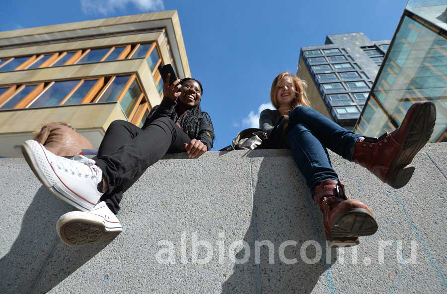 Студентки университета Эдинбурга