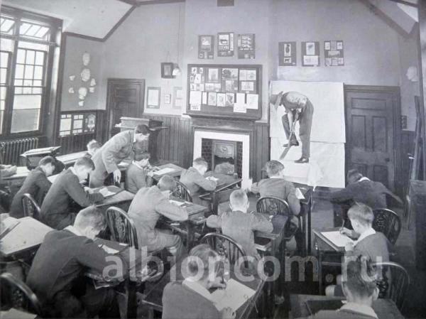 Урок в британской школе Caterham, 1912 год.